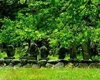 38庄内屋裏山の墓s.jpg